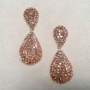 Jewelry - Rosegold Color Bling Earrings